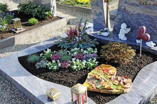 Grabgestaltung und -bepflanzung