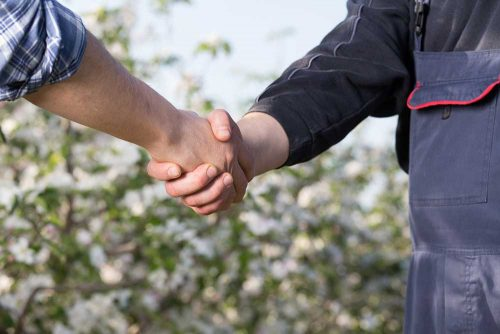 Handshake mit Kunde